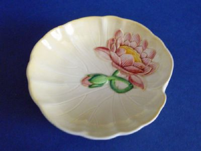 Small Carlton Ware Dish Yellow with Pink Water Lily c1939